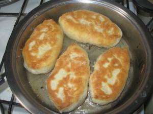 пирожки жареные с капустой